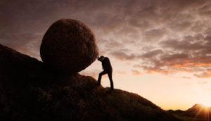 Sisyphos rollt einen Stein
