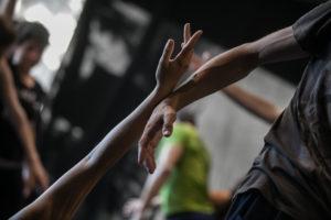 Tänzer in Berührung