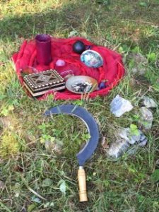 Ritualgegenstände in der Natur